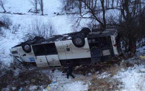 В Карелии автобус с туристами из Петербурга улетел в кювет и перевернулся