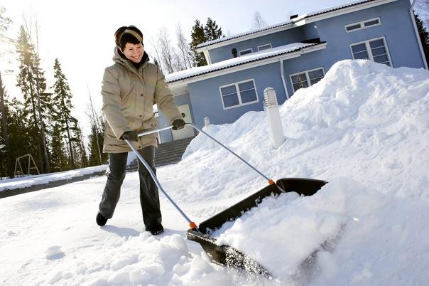 Вице-губернатор Петербурга Албин посоветовал горожанам самим чистить дворы