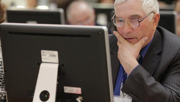 Правительство решило учить пенсионеров компьютерной грамотности
