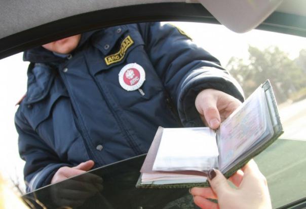 ГИБДД Петербурга отмечает золотой сбой при регистрации машин