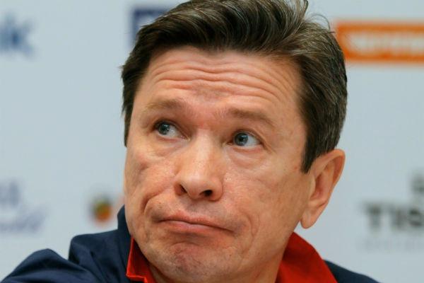 Главный тренер СКА Быков вышел к фанатам после матча с Атлантом