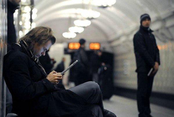 В каждом поезде петербургского метро собираются запустить Wi-Fi