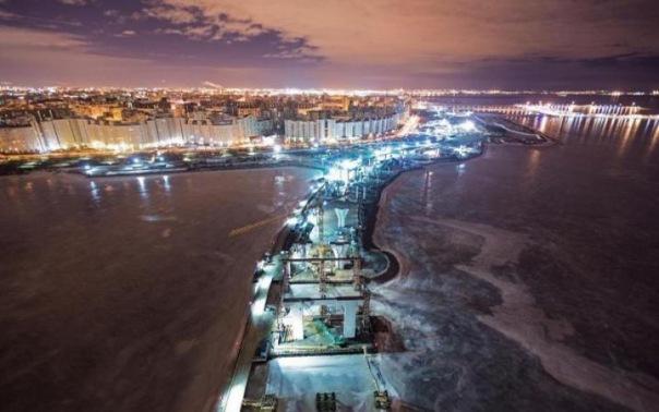 Питерские руферы устроили фотосессию на кране ЗСД