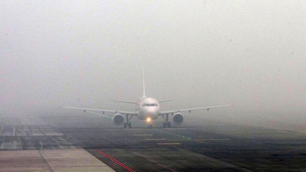 Самолеты не приземляются в Петербурге из-за сильного тумана