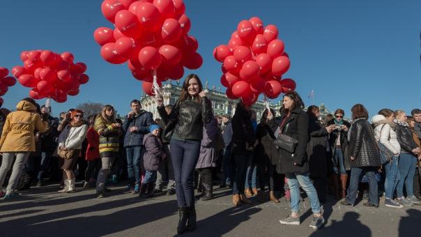 На Дворцовой площади прошел ежегодный флешмоб Сердце Города