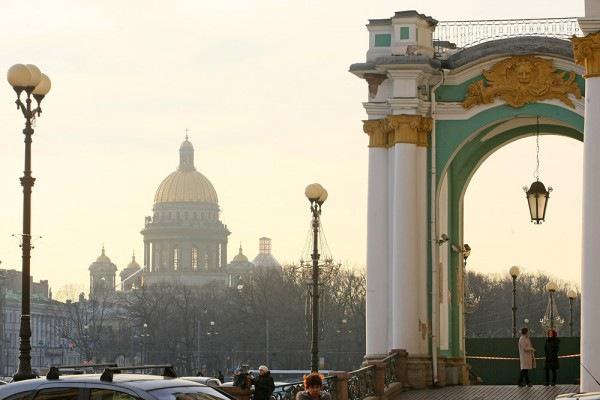 Уличную пыль в Петербурге убирают пылесосами