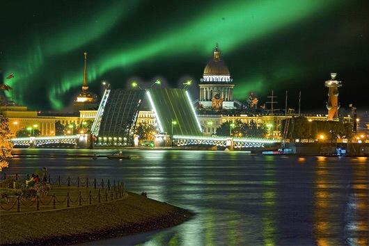 Петербуржцы увидели северное сияние