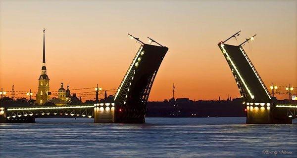 В ночь на пятницу в Петербурге разведут три моста