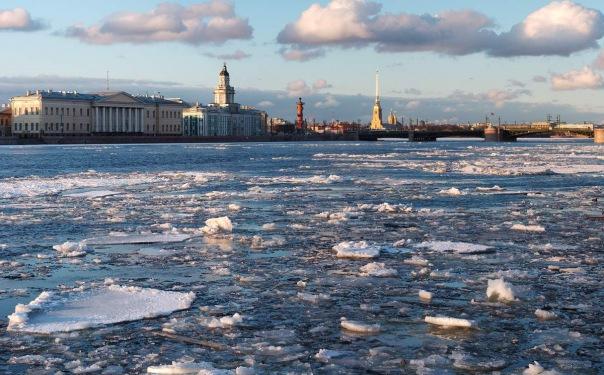 В Петербурге запретили выходить на лед