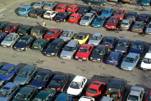 В Красногвардейском районе автостоянку сносят вместе с машинами