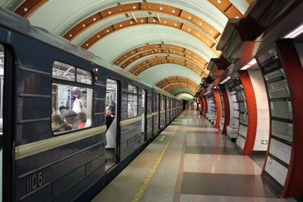 На Пасху петербургское метро будет работать круглосуточно