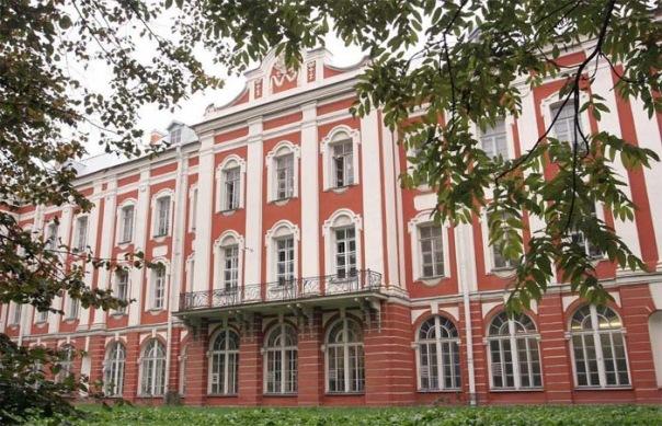 СПбГУ будет принимать документы об образовании, выданные ДНР и ЛНР