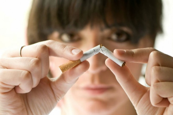 Глава Невского района Петербурга хочет запретить воспитателям и учителям курить