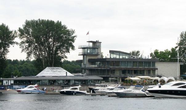 В яхт-клубе на Крестовском острове построят отель