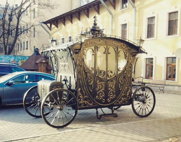 В центре Петербурга выкован арт-объект Карета