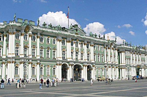 На Дворцовой площади сплетут георгиевскую ленту из живых цветов