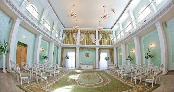 В Петербурге закрывают ЗАГС, где расписали двух невест