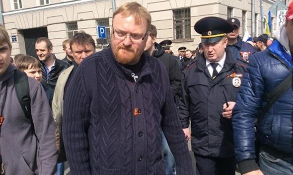 Полиция Петербурга не пустила Милонова к ЛГБТ-активистам на первомайском марше