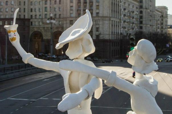 Петербургский художник установил в Москве скульптуру контрсанкциям