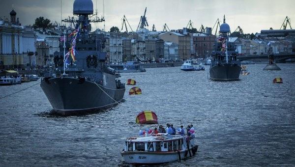 Корабли Балтийского флота прибыли в Петербург для участия в Параде