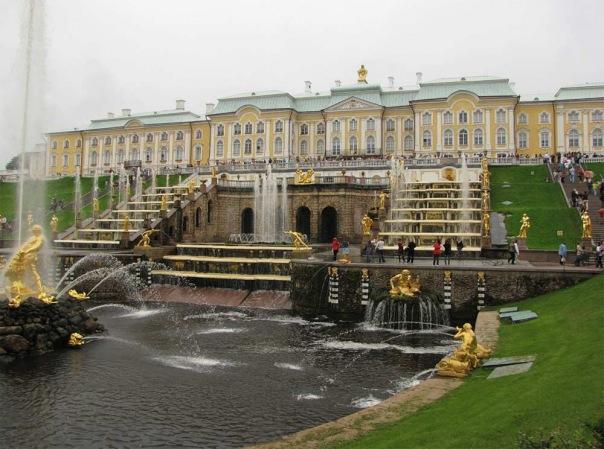В Петергофе 9 мая запустят фонтаны Большого каскада под песню День Победы