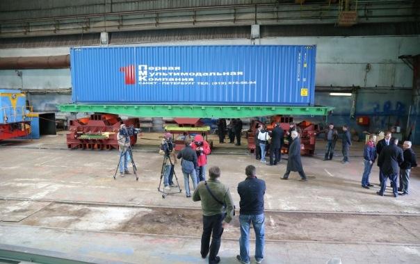 Учёные Петербурга показали губернатору летающую грузовую платформу