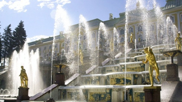 В Петергофе торжественно открыли сезон фонтанов