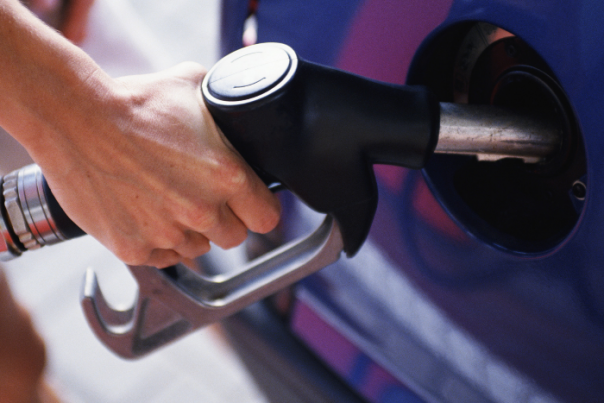 Прокуратура проверяет качество топлива на заправках Петербурга