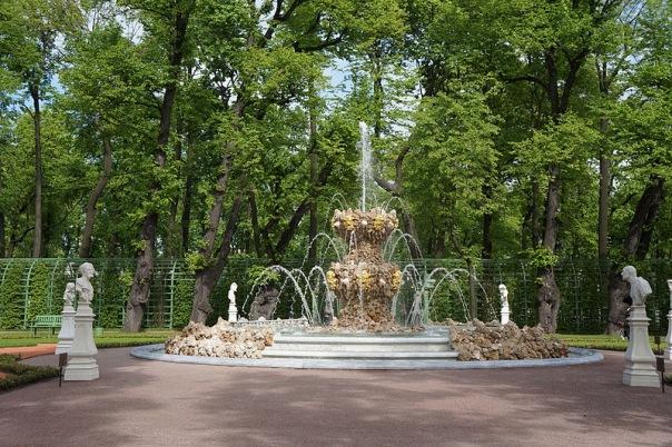 В Летнем саду в Петербурге в День города заработают фонтаны