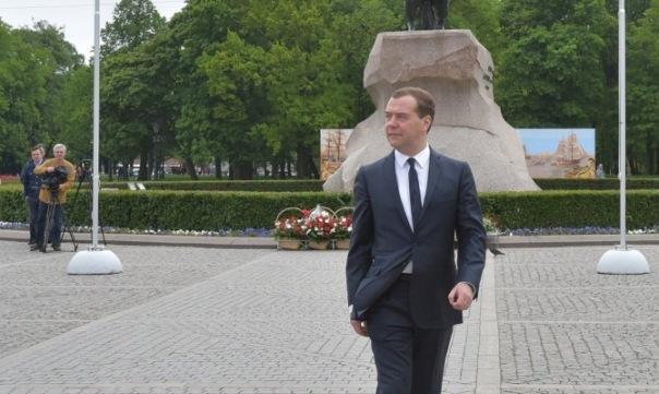 Дмитрий Медведев поздравил жителей Петербурга с Днём города