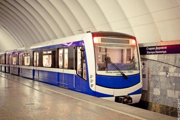 Работу метро в Петербурге в День города продлят до трёх часов ночи