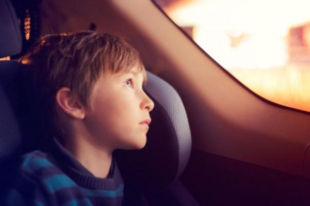 Против петербурженки, оставившей детей в машине, возбуждено уголовное дело