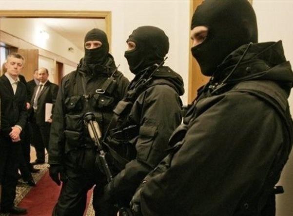 В Петербурге проходят обыски в офисах Альфа-банка и Промсвязьбанка