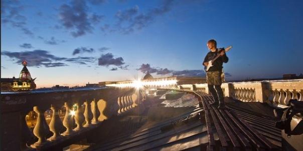 Петербургские школьники забрались на крышу Казанского собора