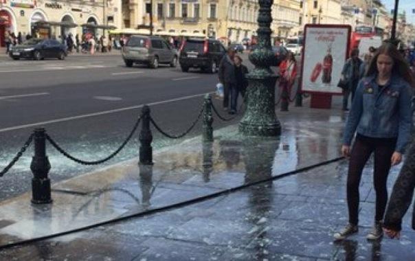 Невский проспект в Петербурге отмывали от краски