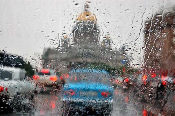 Петербург встречает День России дождями