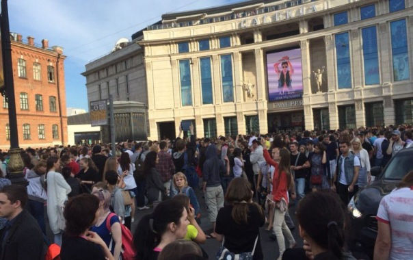 В Петербурге эвакуируют ТРЦ Галерея и Рио