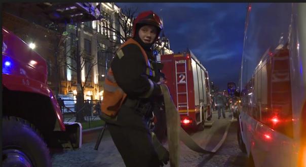 В Петербурге тушили пожар в сауне на Васильевском острове