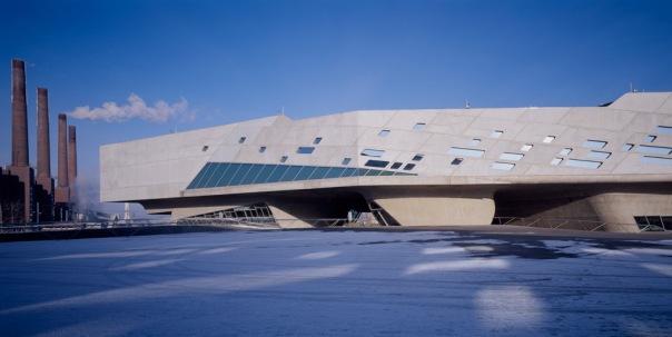 в Петербурге открылась ретроспектива британского архитектора Захи Хадид