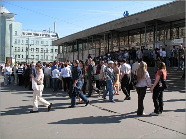 Станцию метро Василеостровская закрыли на ремонт на 11 месяцев