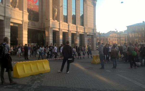 Очередная эвакуация посетителей ТРЦ Галерея