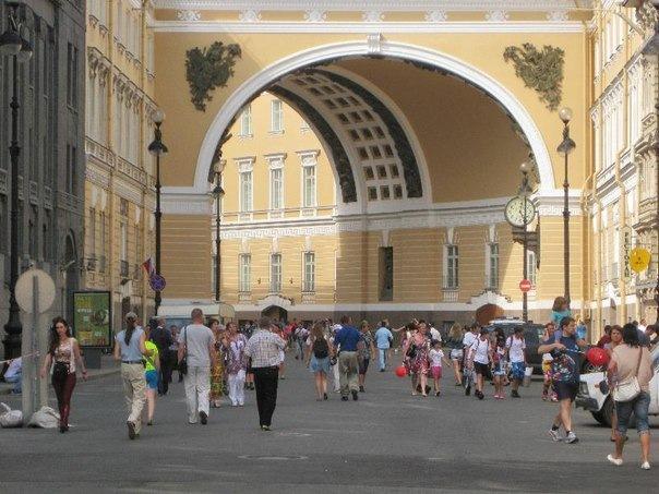Часть Большой Морской улицы у арки Генштаба станет пешеходной зоной с августа