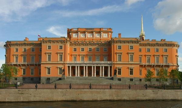 Книжные аллеи открылись в Санкт-Петербурге