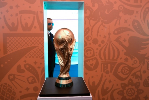 Кубок FIFA прибыл в Петербург в преддверии жеребьевки ЧМ 2018