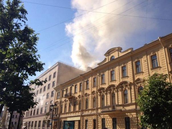 В центре Петербурга на Фурштатской горел хлебокомбинат