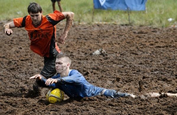Чемпионат мира по футболу на болотах выиграли петербуржцы