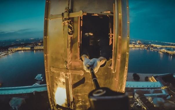 Руферы сделали селфи на шпиле Петропавловской крепости