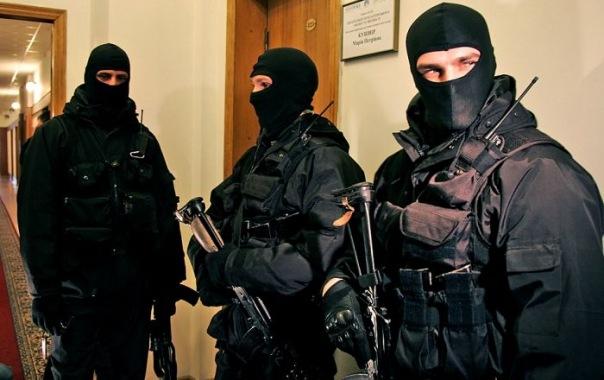 В квартирах бывших топ-менеджеров банка Таврический проходят обыски