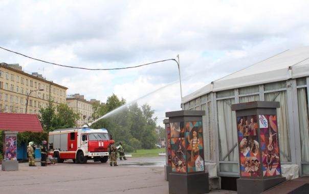 Пожарные тушили цирк в Автово в Петербурге