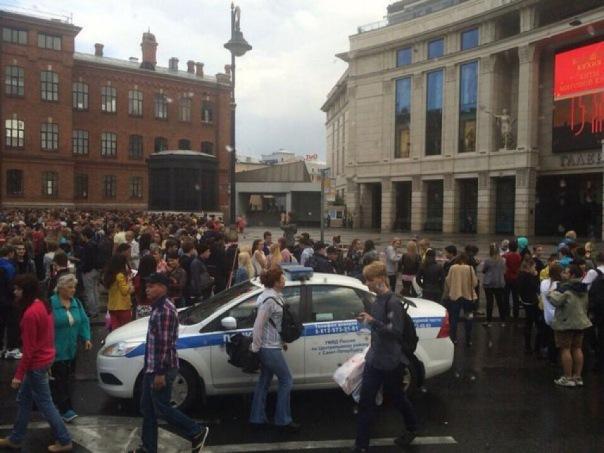 В Петербурге эвакуация из ТРК Галерея началась раньше обычного